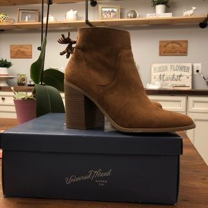 Universal Thread Clare booties